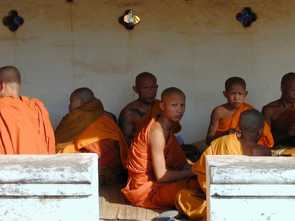 Moines bouddhistes à Vientiane (Laos).