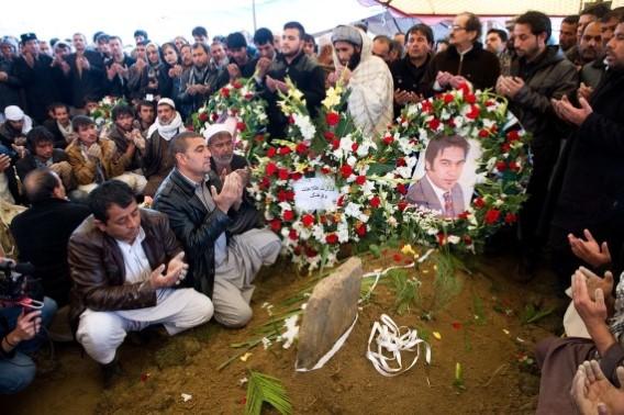 Les funérailles de Sardar Ahmad et de sa femme et ses enfants.