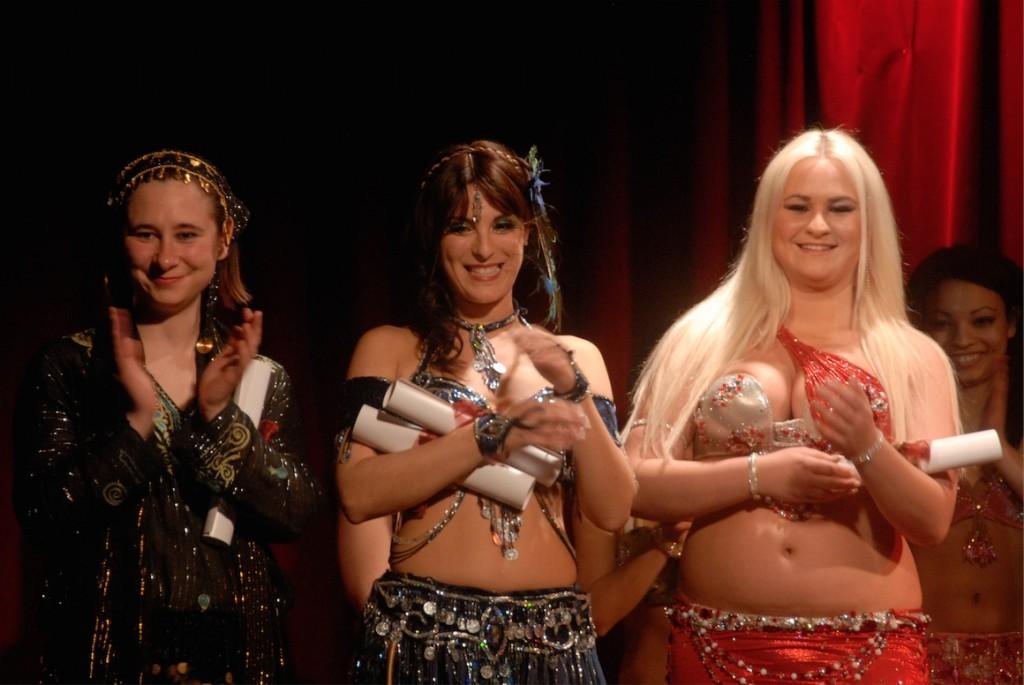 Les gagnantes du concours de raqs sharqi.