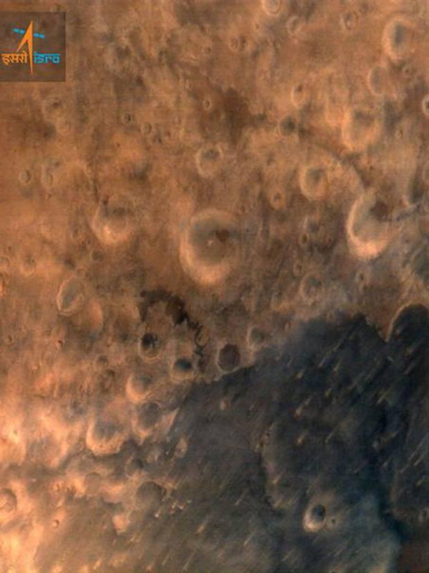 Première photo de Mars pas la sonde Mangalayaan.