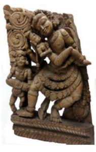 Shiva et Parvati dansant au son d'un musicien. Pièce de char cérémoniel Tamil Nadu - XVIIIe siècle Sculpture sur bois, 55 x 35,5 x 11 cm. Collection Michel Sabatier, La Rochelle