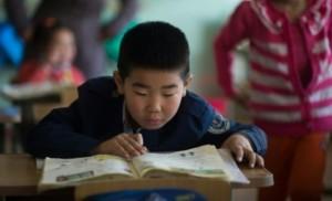 Des écoliers dans une salle de classe, le 13 février 2015 à Altanbulag.