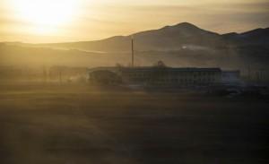 L'école d'Altanbulag au lever du jour, le 13 février 2015