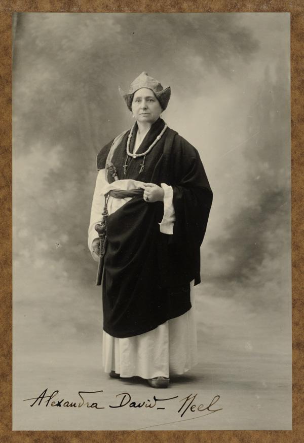Alexandra David-Néel en costume de lama en 1933.
