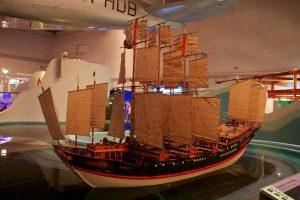 Reproduction d'un bateau trésor de Zheng He au Musée des sciences de Hong Kong.