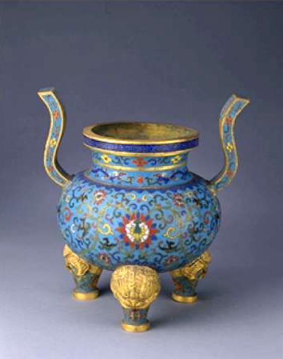 Pièce d'autel Émail cloisonné. Dynastie Qing, période Qianlong (1736-1795) Pékin, Musée de la Cité interdite, inv. 200662-1-5/5
