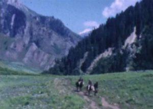 John C. Jewell en randonnée en montagne.
