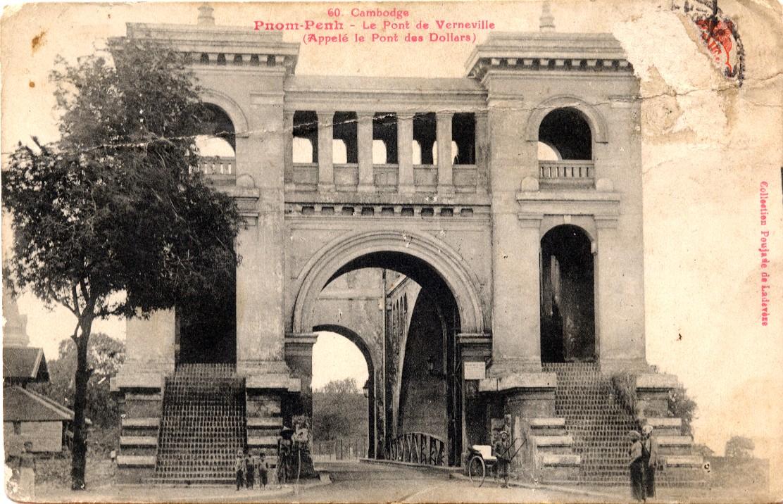 Le pont de Verneville en 1927. Connu aussi sous le nom de pont des Dollars, il est devenu la rue 106. Le canal qu'il enjambait a disparu.