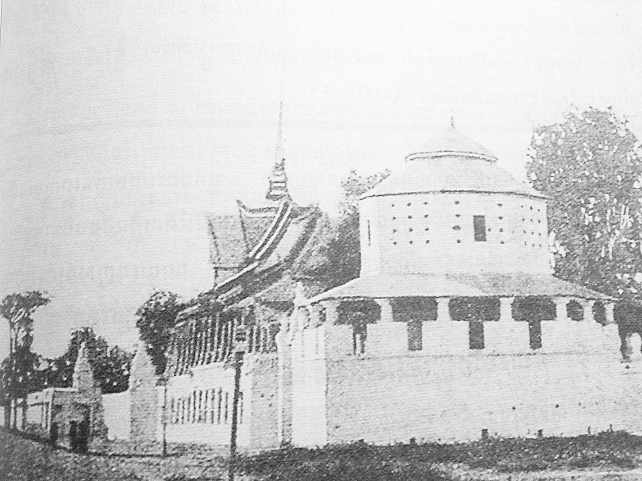La Pavillon du clair de lune (Palais royal) en 1885 avec le bastion aujourd'hui disparu.