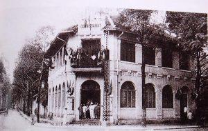 Le Commissariat de police de Phnom Penh au début du XXe siècle.