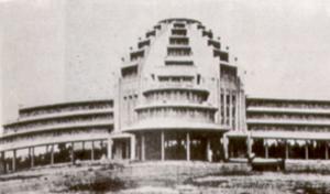 Le marché central (Psa Thom Thmey) à la fin de sa construction en 1937.
