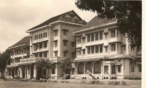 Le palais royal en 1952.