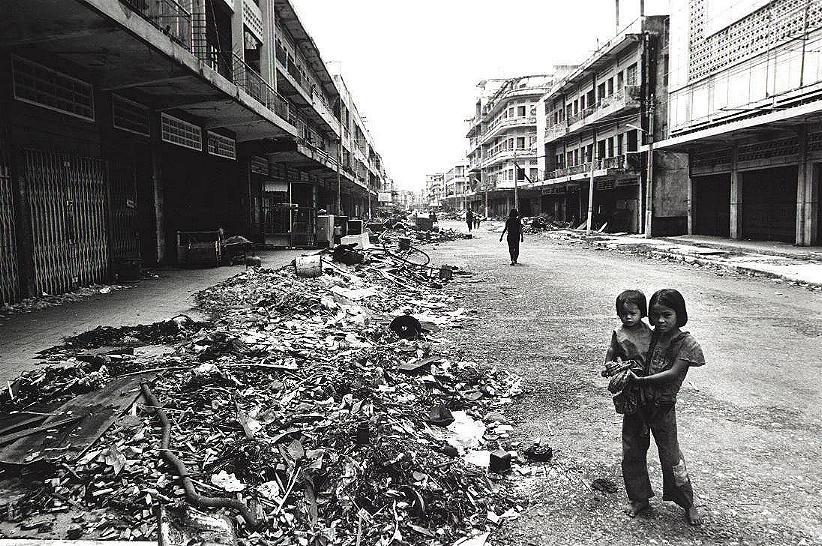 Une rue de Phnom Penh en 1979, après l'instauration du régime khmer rouge.