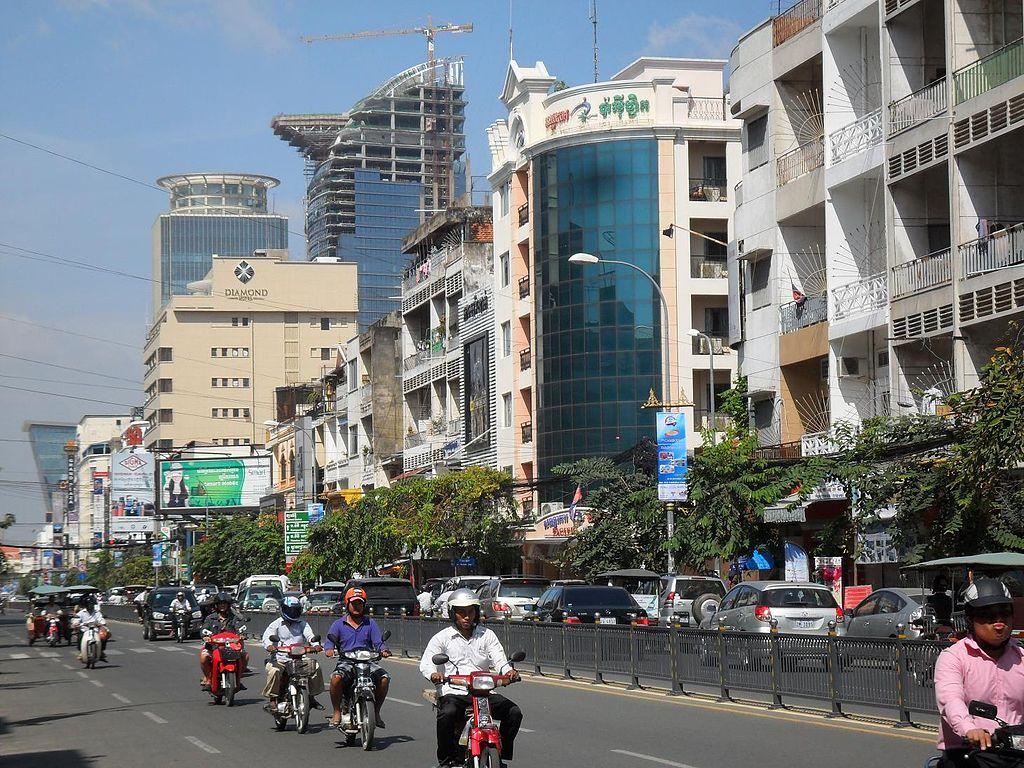 Le boulevard Monivong en 2012.