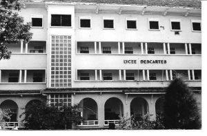 Entrée du lycée Descartes.
